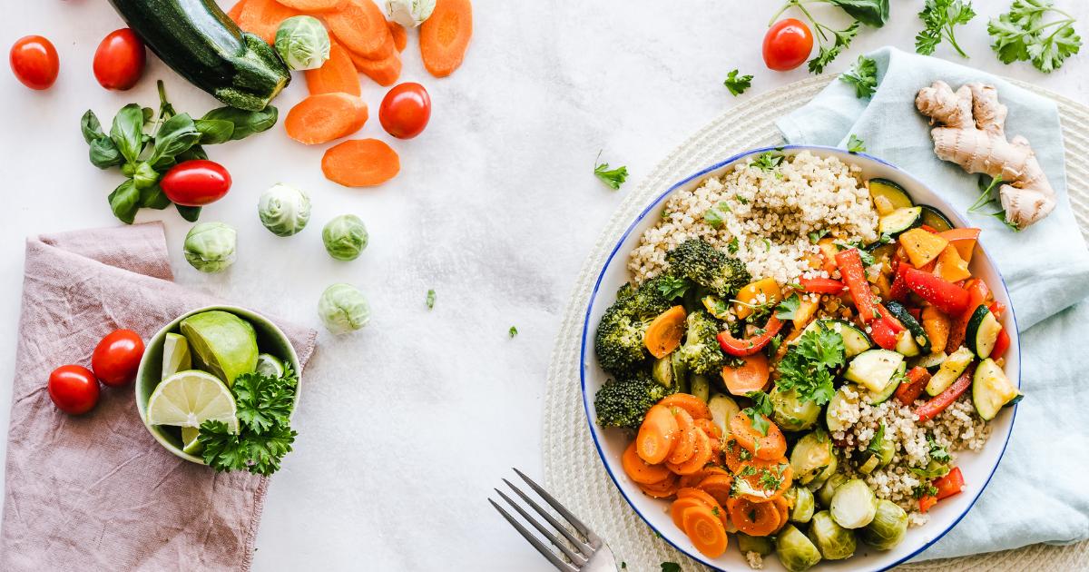 Platos equilibrados con verduras y cereales